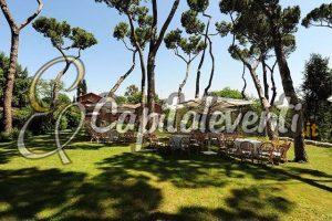 Parco Iris Roma 13 tavoli-sotto-la-pineta-e-villa